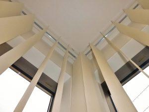 コーナー窓 バーチカルブラインド