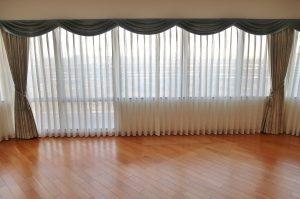 掃出窓 腰高窓 カーテン