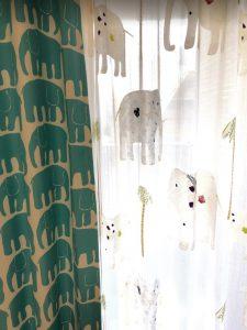 ゾウのカーテン