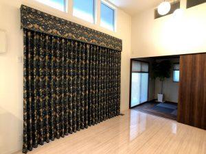 いちご泥棒 カーテン 川島織物セルコン 装飾バランス