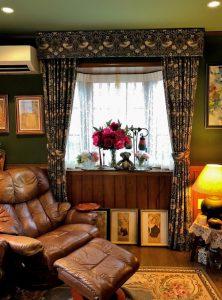『いちご泥棒』,装飾バランス ,カーテン,出窓