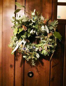 花とモリス クリスマスリース 玄関