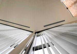屈折窓 150度 バーチカルブラインド